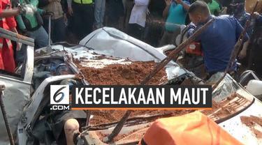 BNPB dan PMI mengevakusi korban kecelakaan maut minibus di Tangerang. Kecelakaan ini menewaskan 4 orang karena tertimpa truk pembawa tanah. Seorang bayi selamat dalam kecelakaan, polisi memburu sopir truk yang melarikan diri dalam peristiwa ini.