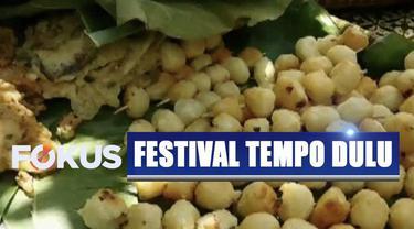 Festival Klampok menghadirkan kehidupan tempo dulu yang membuat pengunjung bernostalgia.