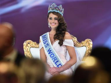 Rolene Strauss asal Afrika Selatan memenangi kontes kecantikan Miss World 2014 di London, Minggu (14/12/2014). (AFP PHOTO/Leon Neal)