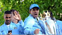 Striker Manchester City, Sergio Aguero, setelah berhasil mengantarkan timnya juara Premier League 2012. (AFP).