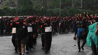 KSPI memberangkatkan tim buruh untuk long march ke Jakarta. Mereka menempuh jarak sekitar 300 kilometer dengan berjalan kaki selama tiga hari tiga malam, Jakarta, Jumat (13/6/2014) (Liputan6.com/Johan Tallo)