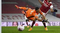 Penjaga gawang Aston Villa, Emiliano Martinez. (Andy Rain/Pool via AP)