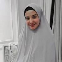 Cantik minimalis, gaya Zaskia Sungkar dengan hijab syar'i sungguh memesona. (Sumber foto: zaskiasungkar15/instagram)