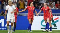 Alex Morgan memastikan kemenangan Amerika Serikat atas Inggris pada laga semifinal Piala Dunia Wanita 2019. (AFP/Frank Fife)