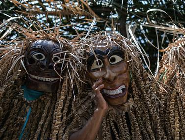 Ritual Puja Pantai suku Mah Meri