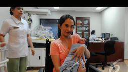 Verlita Evelyn melahirkan anak keduanya di Rumah Sakit (RS) Pondok Indah, Jakarta Selatan, pada Jum'at (25/7/2014)  (Liputan6.com/Andrian M Tunay)