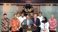 Menko Polhukam Mahfud Md dan Pimpinan KPK, Jakarta, Selasa (7/1/2020). (Liputan6.com/Putu Merta Surya Putra)