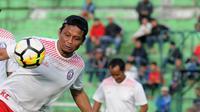 Asisten pelatih Arema, Kuncoro. (Bola.com/Iwan Setiawan)