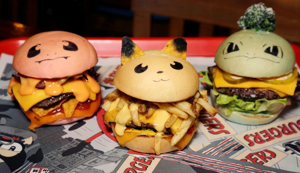 Pokeburg, burger dalam bentuk karakter Pokemon diperlihatkan di restoran Down N 'Out Burger, Sydney, Australia, (26/8). Restoran ini menjual burger berkarakter Pokemon seperti Chugmander, Pikachu dan Bulboozaur. (REUTERS/Jason Reed)