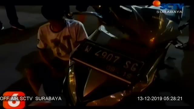 Seorang pelaku begal terpaksa dilumpuhkan dengan timah panas. Karena berusaha kabur dan melawan saat anggota Reskrim Polres Pasuruan Kota, hendak meringkusnya pada Rabu petang.