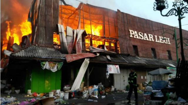 Kebakaran Di Pasar Legi Solo Api Sulit Dipadamkan Regional