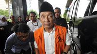 Fuad Amin Imron menjadi Tersangka dugaan korupsi suap gas alam cair Bangkalan,  Jakarta, Kamis (18/12/2014). (Liputan6.com/Miftahul Hayat)