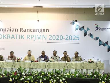KPU dan Bappenas menyampaikan Rencana Pembangunan Jangka Menengah Nasional (RPJMN) 2020-2025 di Gedung KPU, Jakarta, Selasa (25/9). Visi RPJMN 2020-2025 menciptakan Indonesia yang mandiri, maju, adil dan makmur. (Liputan6.com/Herman Zakharia)
