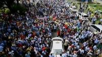 Demonstrasi sopir taksi tergambar di media sosial Twitter. Sementara itu, presiden Jokowi menyebut demo adalah hak warga negara.