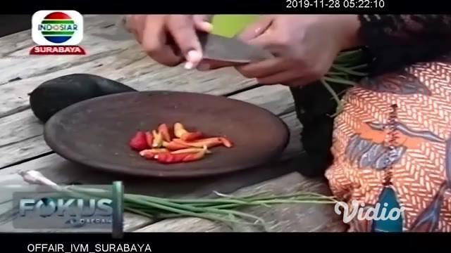 Proses memasaknya sederhana. Sarang tawon berisi ulat-ulatnya itu dipotong-potong dalam lempengan kecil. Lempengan itulah yang dimasukkan ke dalam pincukan daun pisang, sebagaimana layaknya orang membuat pepesan.