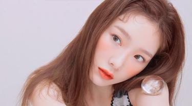 Tak ada yang mengira Taeyeon sekarang telah menginjak usia 30 tahun. Taeyeon memang terkenal pandai memadukan makeup natural. Tak hanya itu Taeyeon SNSD juga merupakan salah satu idol K-pop yang tidak perlu diragukan lagi kemampuan vokalnya. (Liputan6.com/IG/@taeyeon_ss)