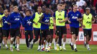 Manchester United saat latihan di Optus Stadium Perth, Kamis (11/7/2019), jelang laga persahabatan melawan Perth Glory. (AFP/Tony Ashby)