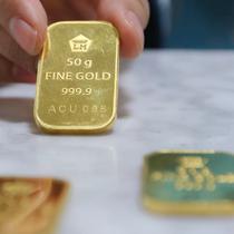 Di awal pekan ini, harga emas PT Aneka Tambang Tbk (ANTAM) bertahan di posisi Rp 599 ribu per gram, Jakarta, Senin(10/10). Jumlah itu tidak mengalami perubahan dari harga perdagangan akhir pekan kemarin. (Liputan6.com/Angga Yuniar)