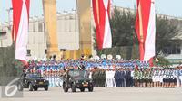 Sejumlah prajurit TNI berbaris pada gladi bersih peringatan Hari Ulang Tahun ke-70 Tentara Nasional Indonesia (TNI) di Dermaga Indah Kiat, Cilegon, Banten, (3/10/2015). (Liputan6.com/Immanuel Antonius)