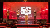 Peluncuran 5G Telkomsel di Balai Kota Surakarta oleh Komisaris Utama Telkomsel Wishnutama Kusubandio, Menkominfo Johnny G. Plate, Walikota Surakarta Gibran Rakabuming, dan Dirut Telkomsel Hendri Mulya Syam.