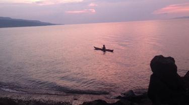 Nikmati Keindahan Langit Senja di Pantai Kawaliwu