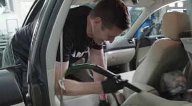 Cara Bersihkan Kabin Mobil