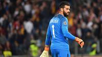 Alisson Becker masih betah di AS Roma (Alberto PIZZOLI / AFP)