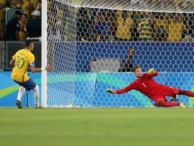 Pemain Timnas Brasil Neymar (10) membobol penjaga gawang Jerman, Timo Horn  dalam adu penalti di partai final turnamen sepak bola Olimpiade Rio 2016 di Brasil (20/08) (REUTERS / Bruno Kelly)