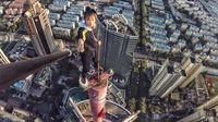 Aksi Wu Yongning saat berada di atas gedung pencakar langit. (Doc: Wu Yongning)