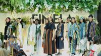 Bekerja sama dengan UMKM Tarakan, Danjyo Hyoji menghadirkan koleksi yang santai dan ringan menggunakan motif batik Tarakan (Foto: Fimela)