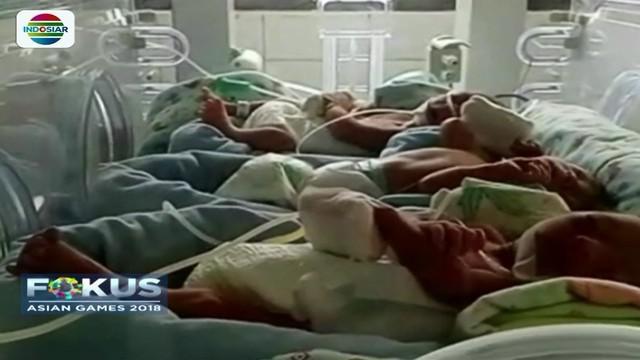 Seorang ibu di Karawang, Jawa Barat, melahirkan bayi kembar tiga dengan jenis kelamin laki-laki. Rencananya, ketiga bayi tersebut akan diberi nama tiga maskot Asian Games 2018 oleh orangtuanya.