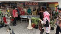 Satgas Penanganan COVID-19 Bidang Perubahan Perilaku membagikan 10.000 masker gratis dengan skema penyaluran melalui posko PPKM, yaitu di Kecamatan Matraman, Kota Jakarta Timur pada, Kamis (22/7/2021). (Tim Komunikasi Publik Satgas COVID-19)