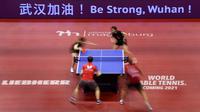 Pesan untuk warga Wuhan, sumber penyebaran wabah virus Corona, muncul pada laga tenis meja ITTF World Tour Platinum 2020 di Jerman, akhir Januari 2020. (AFP/Ronny Hartmann)