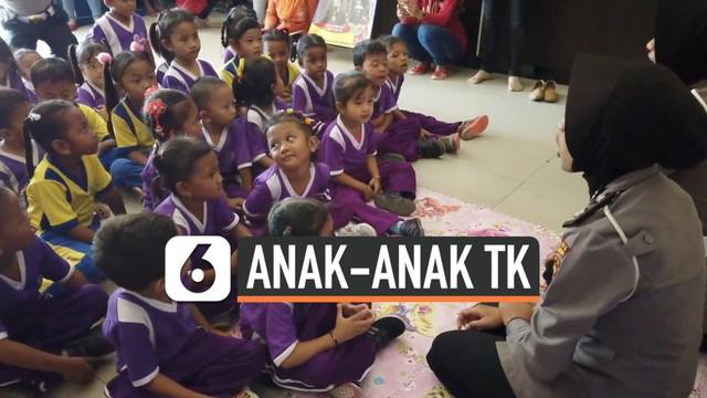 Puluhan anak-anak TK mendatangi Polres Grobogan, Jawa Tengah, Kamis (3/10) pagi. Kehadiran anak-anak di Polres Grobogan bisa lebih mendekatkan hubungan polisi dengan masyarakat.
