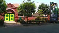 Masjid Agung Sang Cipta Rasa Cirebon tak hanya berusia ratusan tahun, tapi memiliki cerita fenomenal yang melekat di kalangan masyrakat Pantura Jawa Barat.  Foto (Liputan6.com / Panji Prayitno)