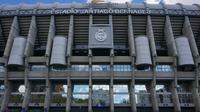 Logo dan ilustrasi Real Madrid. (AFP/Christof Stache)
