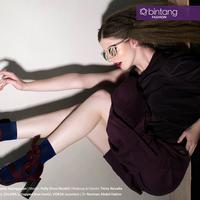 Detail dan tekstur outfit yang daring yet dazzling akan menghiasi whole look Anda yang superb. (Sumber foto: Daniel Kampua/Bintang.com)