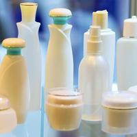 Berikut tiga hal yang perlu diperhatikan sebelum membeli produk kecantikan agar terhindar dari permasalahan kulit. (Foto: iStockphoto)