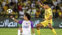 Ali Saleh (kanan), striker Al-Wasl sekaligus Timnas Uni Emirat Arab. (AFP/Karim Sahib)