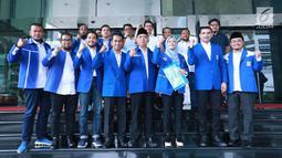 Sejumlah caleg terpilih PAN foto bersama saat mendatangi Gedung KPK, Jakarta, Rabu (29/5/2019). Kedatangan mereka dalam rangka menyerahkan Laporan Harta Kekayaan Pejabat Negara (LHKPN). (Liputan6.com/HO/Soni)