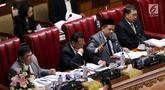 Wakil Ketua DPR selaku Pimpinan Sidang Fahri Hamzah mengetuk palu dalam sidang paripurna ke-9 Masa Persidangan I 2019-2020 di Kompleks Parlemen, Senayan, Selasa (17/9/2019). Rapat Paripurna DPR menyetujui Revisi Undang-Undang Nomor 30 Tahun 2002 tentang KPK. (Liputan6.com/Johan Tallo)
