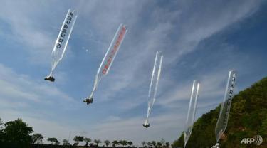Peluncuran selebaran, seperti yang ini pada tahun 2016, membuat marah Pyongyang.
