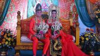 Mempelai pengantin pernikahan di Binuang yang buat heboh publik (Foto: Instagram/duniaindra/tmd)