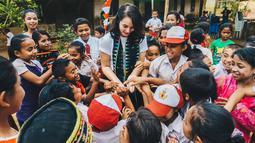 Kebahagiaan bersama anak-anak di 'Taman Bacaan Pelangi' (Liputan6/IG/@chelseaislan)