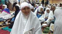 dr Kulsum binti Syariffudin menerima dana Wakaf Baitul Asyi dan kini sudah miliki 17 anak asuh. (www.kemenag.go.id)