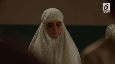 Soraya Films memperkenalkan film terbarunya berjudul 'Bernafas Dalam Kubur'. Film ini dimainkan oleh Luna Maya sebagai sosok Suzanna.