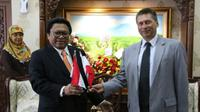 Ketua DPD RI Oesman Sapta menerima Charge d'Affaires (Kuasa Usaha) Kedutaan Polandia untuk Indonesia, Igor Kaczmarczyk.
