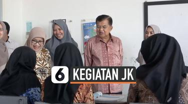 Jusuf Kalla dan Mufidah Kalla mengunjungi sekolah di Makassar, Sulawesi Selatan. JK mengingatkan agar pemuda mengisi Sumpah Pemuda dengan menjaga persatuan.