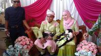 Pengantin Bersanding dengan 2 Dua Kambing di Resepsi Pernikahan