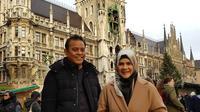 Astri Ivo dan suaminya, Dariola Yusharyahya (https://www.instagram.com/p/B5Vhw6UH2Mh/)